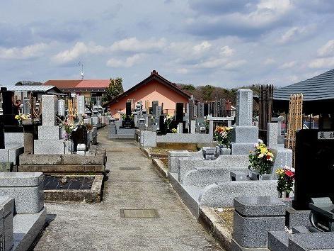 霊性庵の石造物4(墓地右奥)