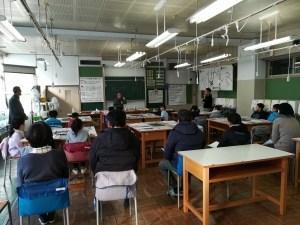 八小で、「こわれにくいシャボン玉」教室