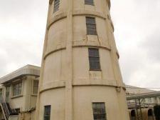 現存軍需工場の給水塔